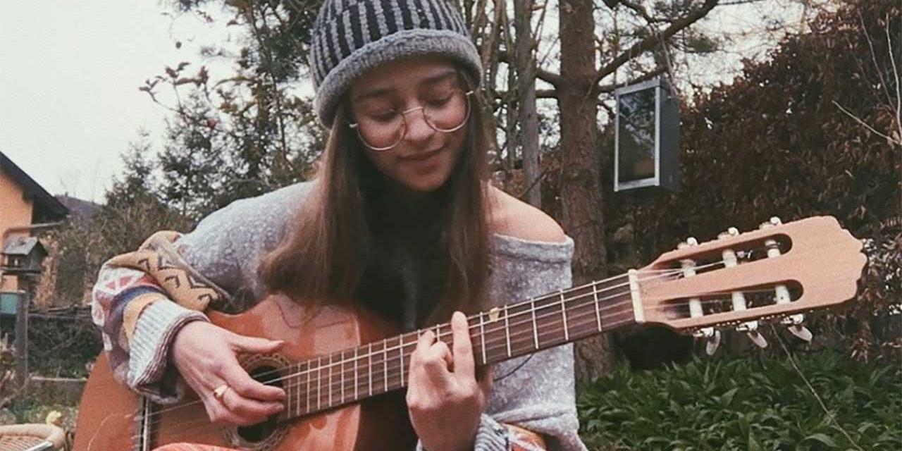 SodL spielt Gitarre