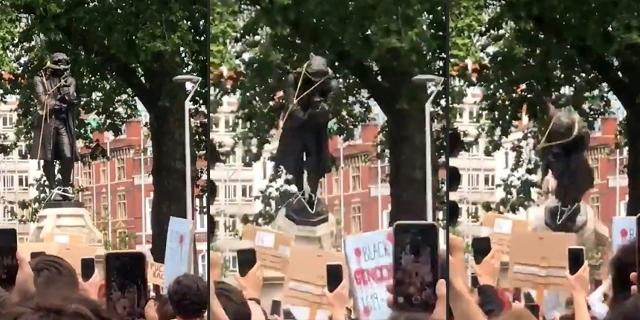 Bronzestatue wird mit Seilen von ihrem Sockel heruntergezogen