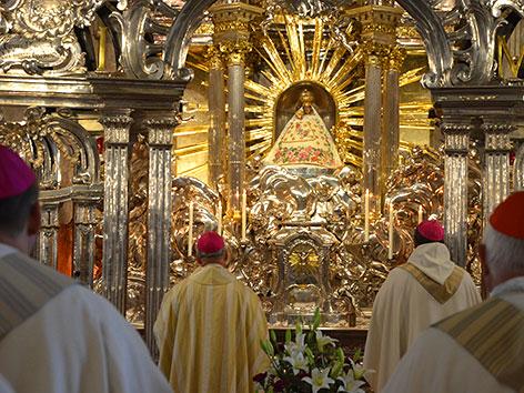 Vollversammlung der Bischofskonferenz in Mariazell, Messe vor dem Gnadenaltar (16.6.2020)