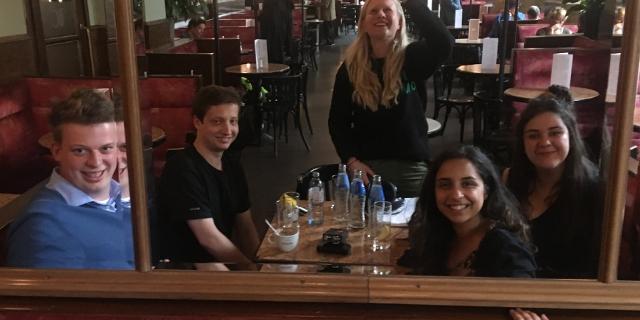 Party Menschen Interview im KAffehaus
