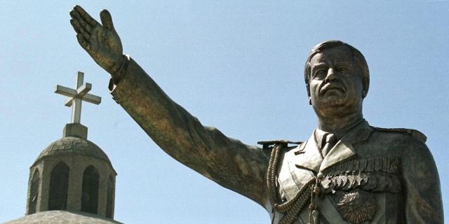 Statue von Saddam Hussein