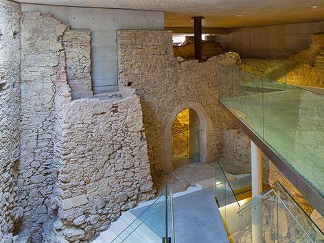 Grundmauern der früheren, mittelalterlichen Klosteranlage unter Stift Altenburg