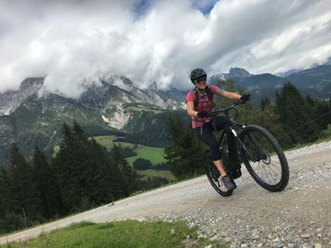 Veronika Kratochwil beim Biken in Saalbach Hinterglemm