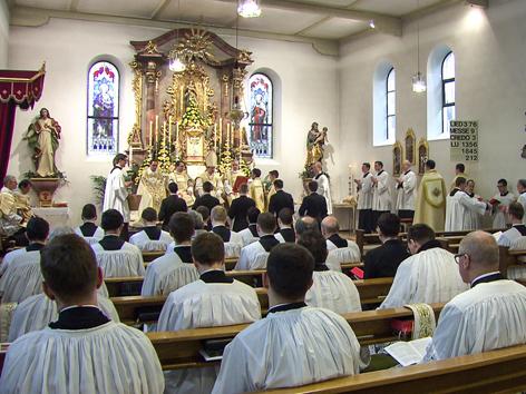 Niedere Weihen zu Maria Lichtmess im Priesterseminar der Priesterbruderschaft in Zaitzkofen