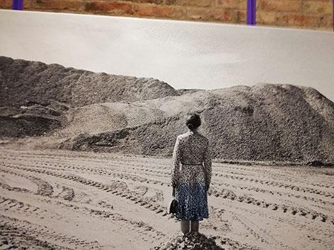 """Jenny Ymker: Mijn voeten kunnen niet (2018), Jahresausstellung """"Was leid tut"""" in Stift Klosterneuburg"""