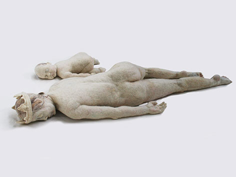 """Gea von Eyck: Washed ashore (1974), Jahresausstellung """"Was leid tut"""" in Stift Klosterneuburg"""