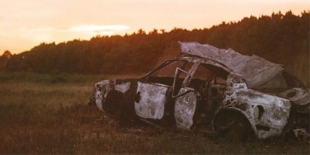 Autowrack im Sonnenuntergang