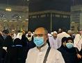 Coronavirus und Kaaba: Ein Pilger mit Maske in Saudi Arabien in Mekka