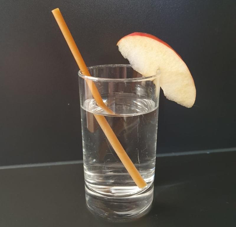 Glas mit Apfeltwist