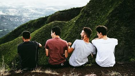 Gruppe, Freunde am Berg