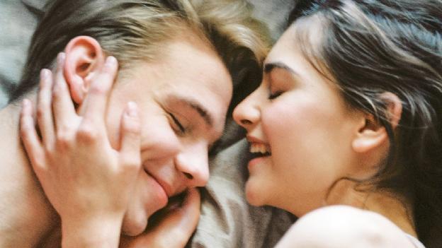 Man und Frau im Bett