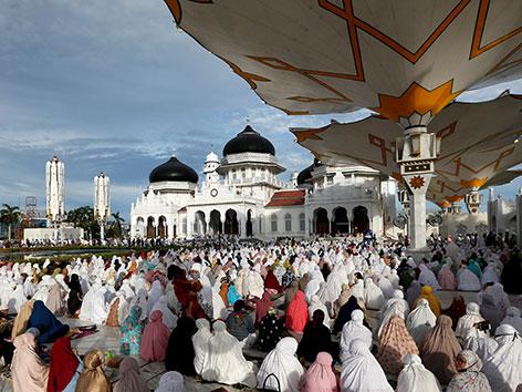 Moschee in Baiturrahman, in Banda Aceh, Indonesien zum Opferfest 2020