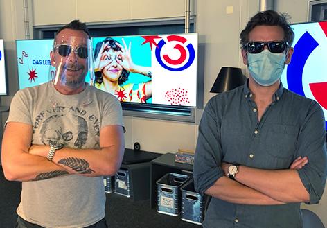 Lemo und Robert Krakty mit Mund-Nasen-Schutz