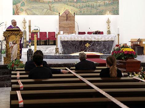 Gottesdienst in einer Kirche in Catania, Sizilien