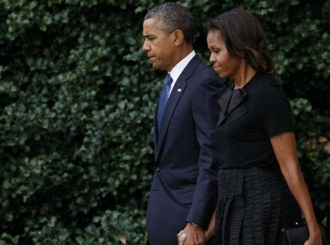 Präsident Obama mit seiner Frau Michelle Hand in Hand