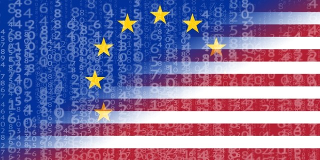 Bildmontage aus EU-Flagge, US-Flagge und einem Regen aus Daten