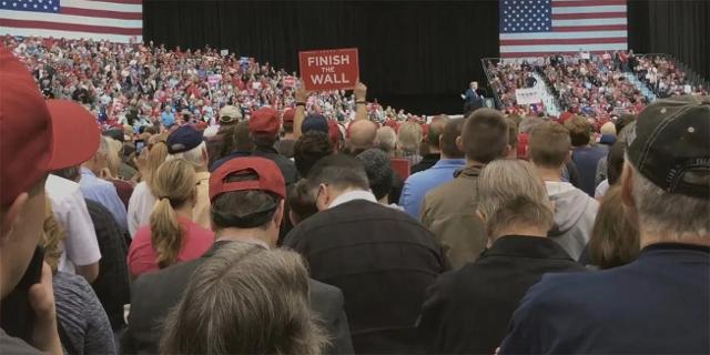 Große Veranstaltung mit Trump am Rednerpult