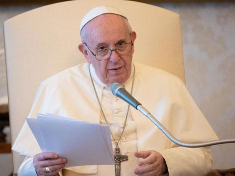 papst Franziskus bei einer Rede
