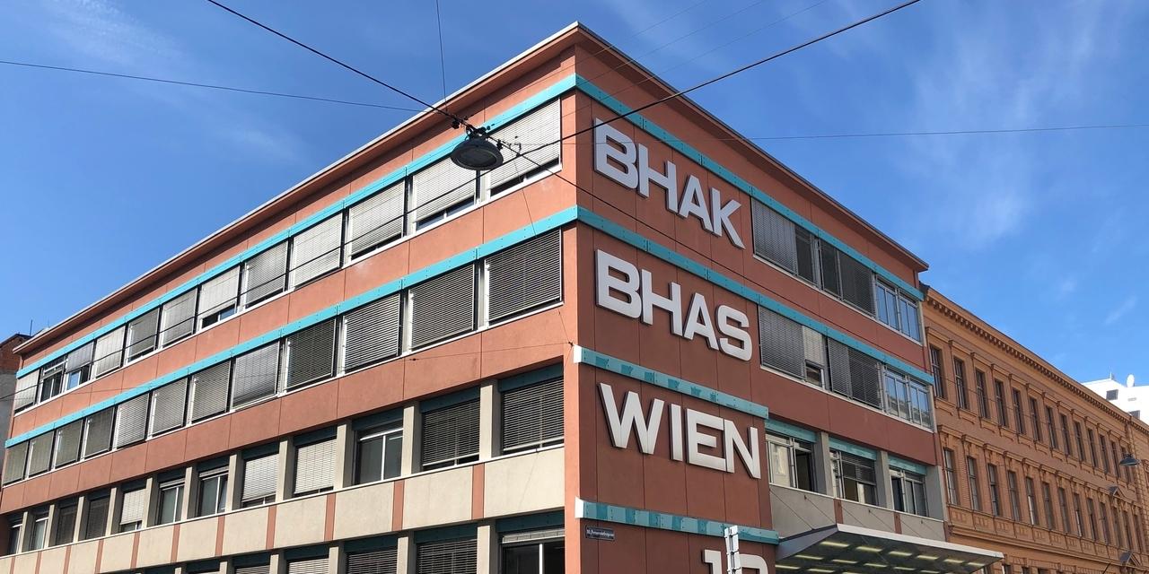 Schüler*innen und Lehrer*innen der BHAK Wien 10