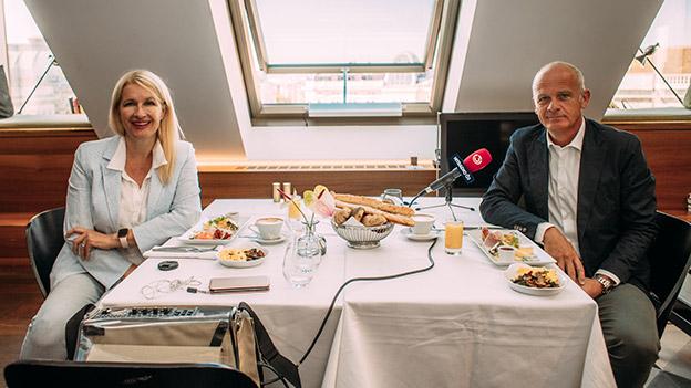 Claudia Stöckl und Herwig Straka am Frühstückstisch