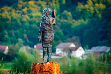 Melanie-Trump-Statue