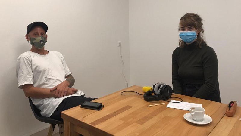Interview mit Maske