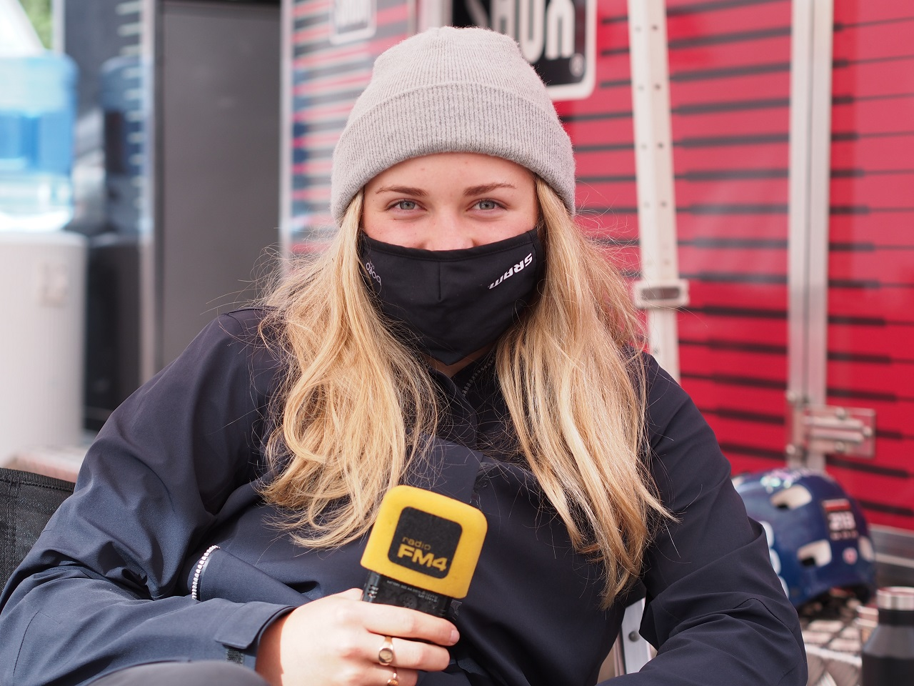 Vali Höll mit Maske beim Crankworx 2020