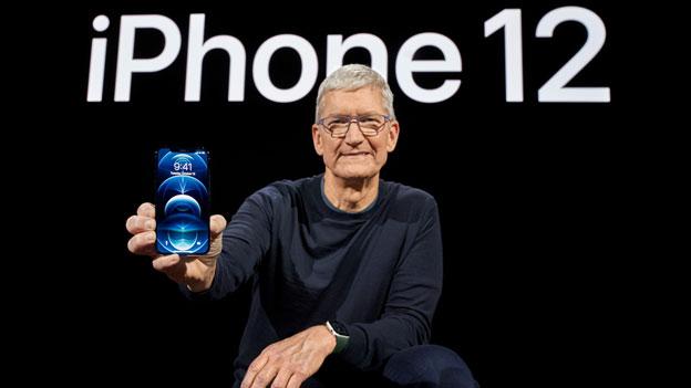 Apple-Chef Tim Cook präsentiert das neue iPhone 12