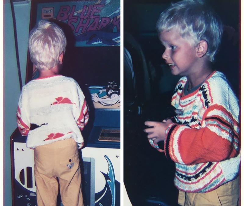 Jürgen Brunner als Kind vor einem Spielautomaten