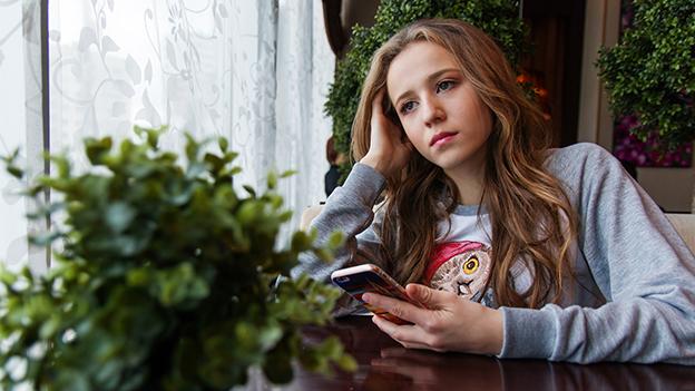Mädchen mit Handy