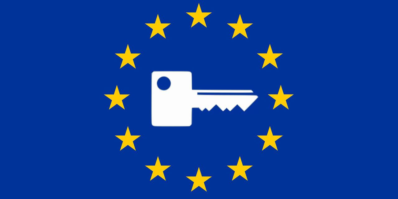 EU-Flagge mit Generalschlüssel