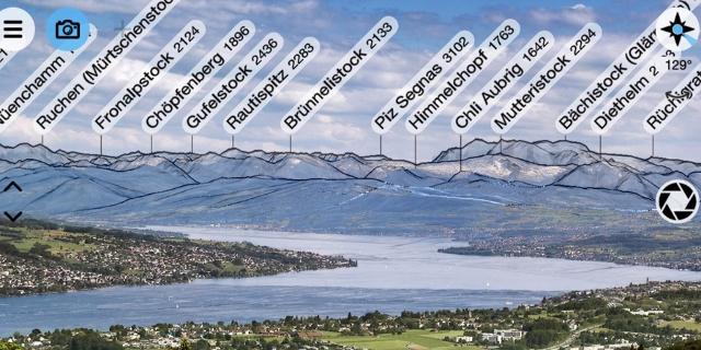 Screenshot der PeakFinder App mit eingeblendeten Gipfelnamen über Bergkette