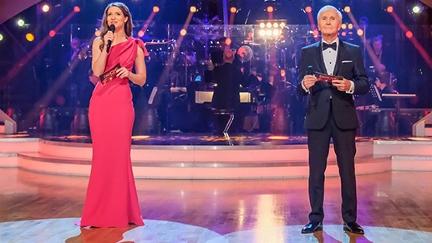 Kristina Inhof und Klaus Eberhartinger moderieren die sechste Show