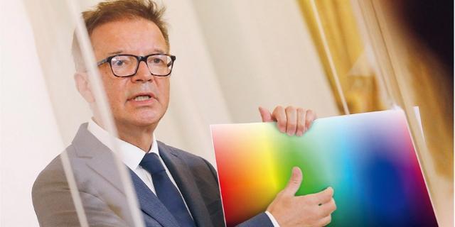 "Fotomontagen aus ""Zehn Millionen Farben: Anschober ersetzt Ampel durch Corona-Farbspektrum"""
