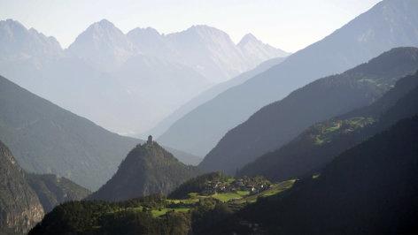 Land der Berge  Alpenwege: Vom Salz, Ötzi und dem Jakobsweg