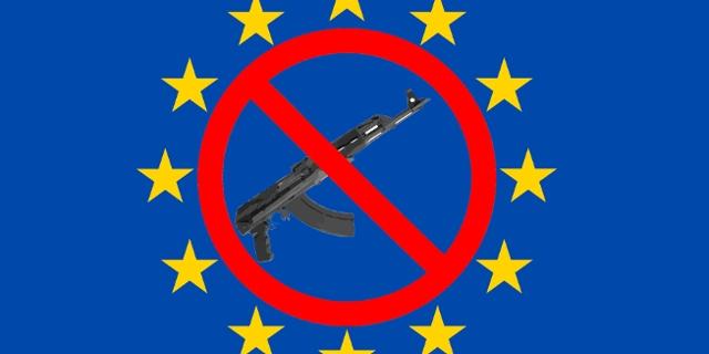 Maschinengewehr / Verbotschild / EU Flagge