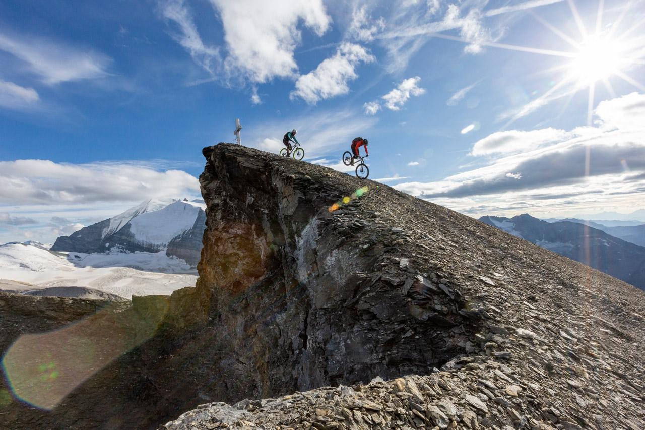 Stefan Eberharter mit Bike am Berg