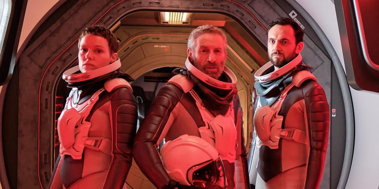 Julia Franz Richter, Mark Ivanir, George Blagden als Astronauten