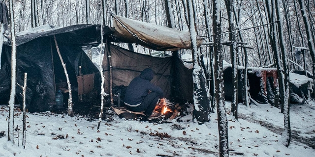 Refugees in Wald in Bosnien