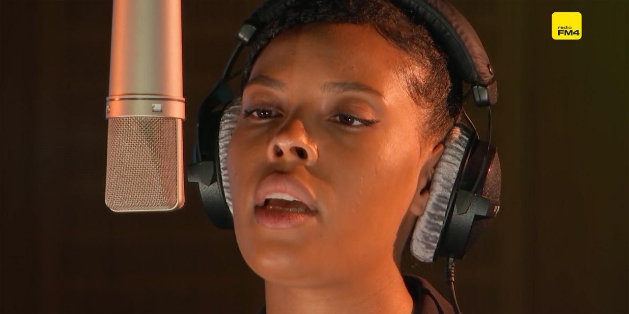 Adaolisa bei einer FM4 Acoustic Session