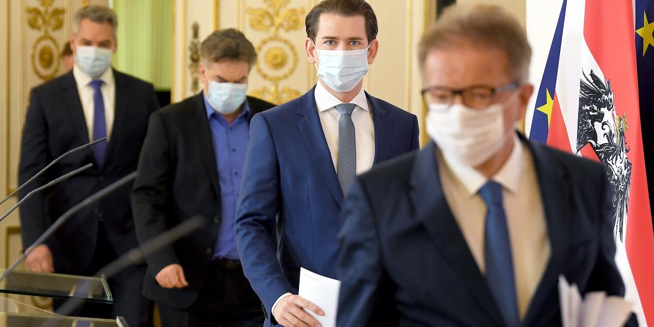 Innenminister Karl Nehammer (ÖVP), Vizekanzler Werner Kogler (G), Bundeskanzler Sebastian Kurz (ÖVP) und Gesundheitsminister Rudolf Anschober (G) während einer PK