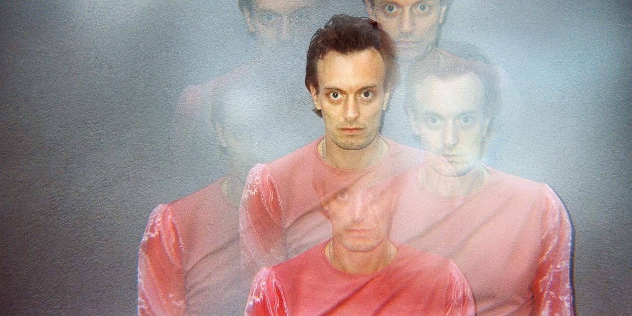 Portrait Foto von Sänger Casper Clausen in Kaleidoskop-Form