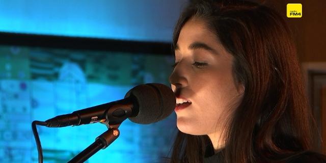 Sängerin Oska bei der FM4 Acoustic Session