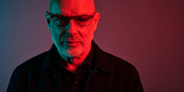 "Brian Eno kommt mit seiner Installation ""77 Million Paintings"" zum Elevate Festival 2021"
