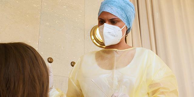 Szene: Beim Coronavirus-Test