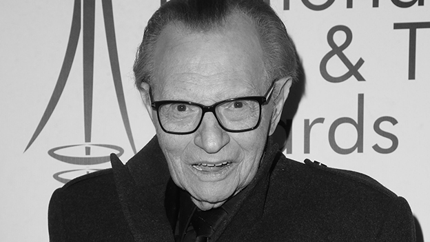 Larry King lacht