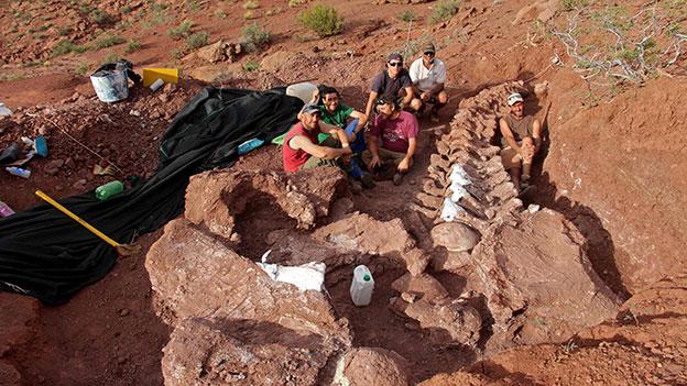 Archäologen mit Dino