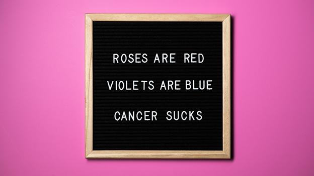 """Schild mit der Aufschrift """"Roses are red, Violets are blue, cancer sucks"""""""