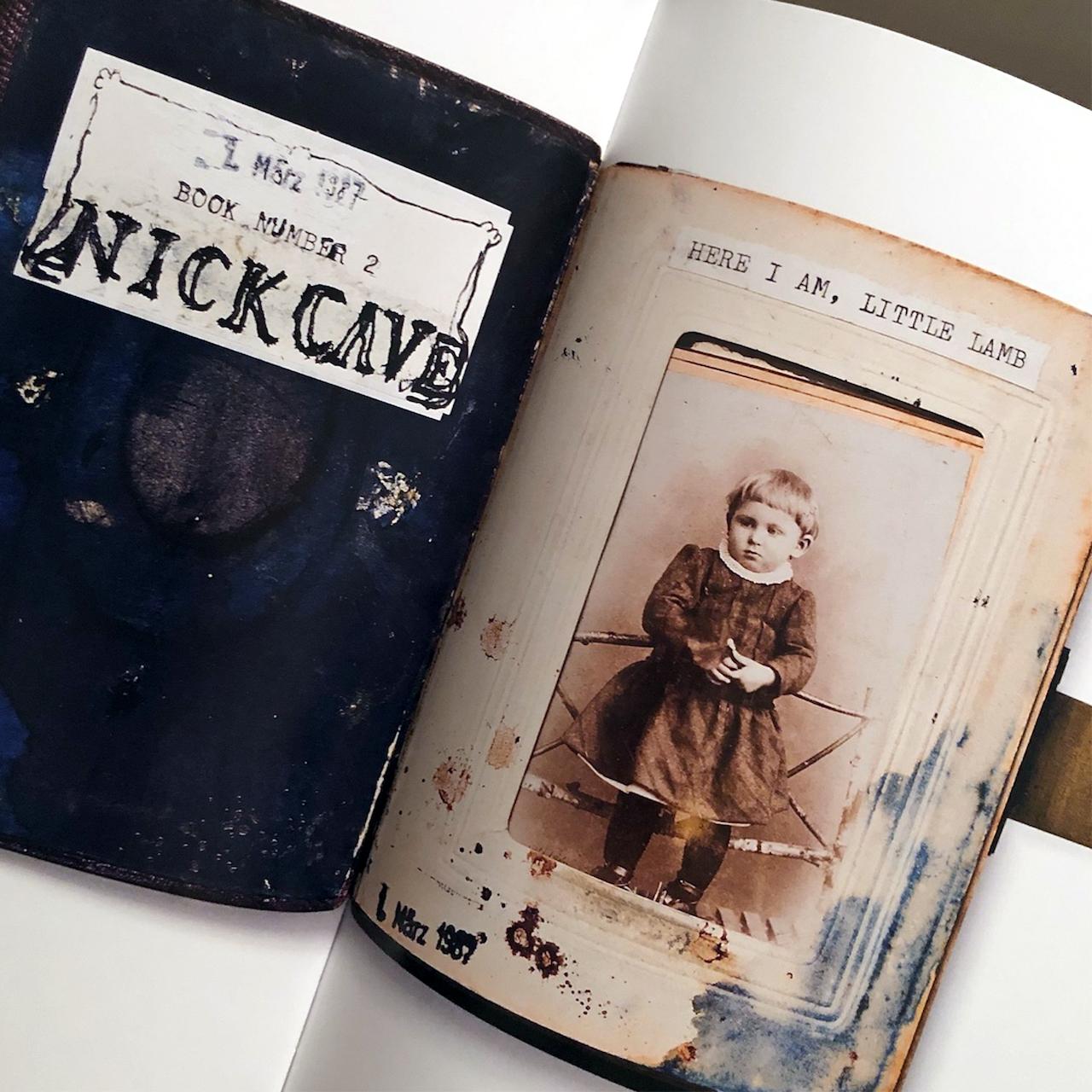Notizbuch und Foto von Nick Cave als Kind