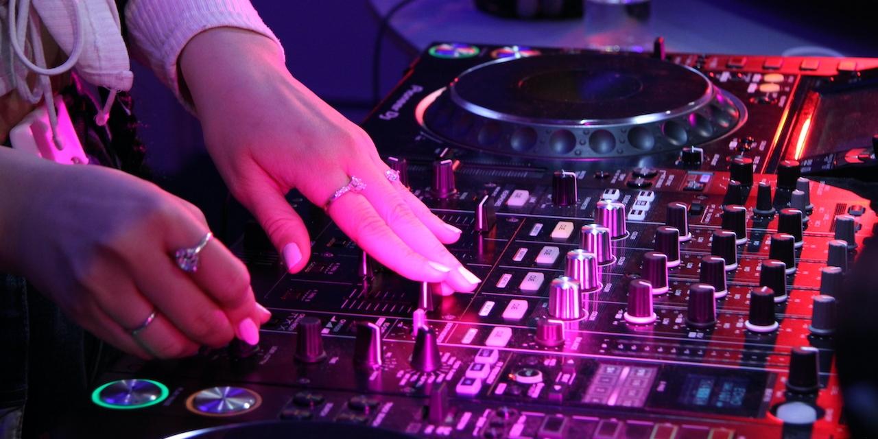 DJ Johanna beim 2. FM4 Unlimited Tag der DJs und Clubs